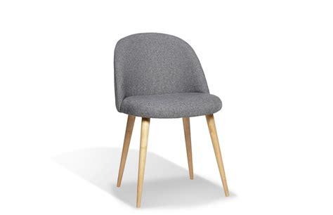 solde canape but chaise scandinave en tissu gris pièce à vivre
