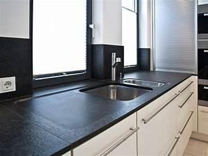 Weiße Granit Spüle : k chenarbeitsplatte aus nero assoluto oberfl che geflammt ~ Michelbontemps.com Haus und Dekorationen
