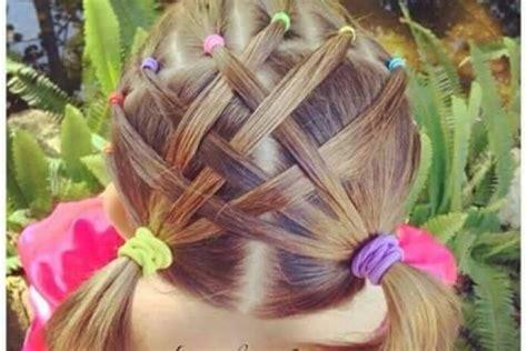 8 interesantas mazu meiteņu frizūras svētku laikam ...