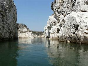File:A view of Marble Rocks, Jabalpur Madhya Pradesh India ...