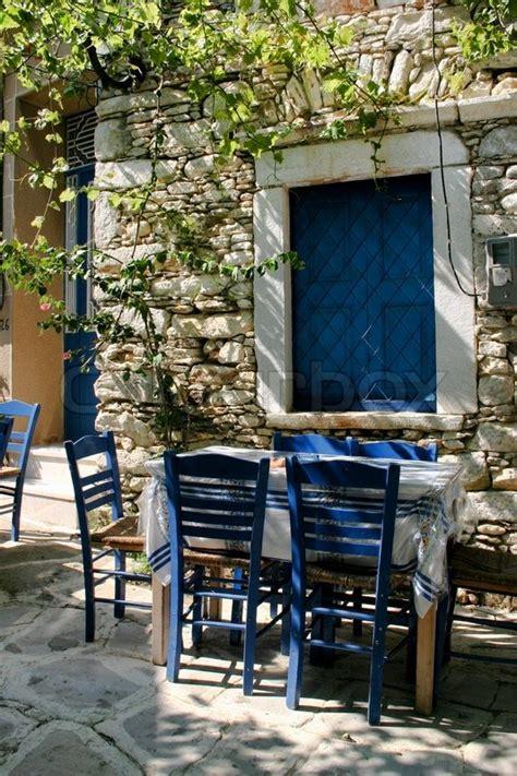 Griechische Tavernen Möbel by Traditionelle Griechische Taverne Im Stockfoto
