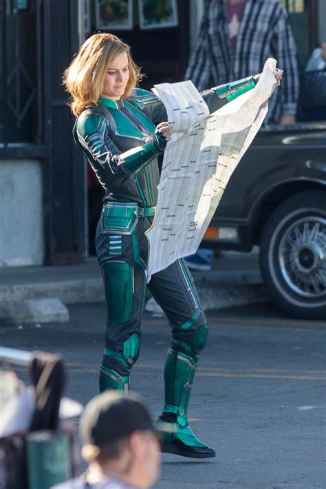 Photo  Captain Marvel (Tournage - Brie Larson en costume vert) 3