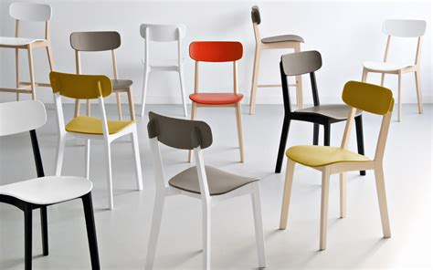 chaises colorées table et chaise 39 39 par calligaris une collection