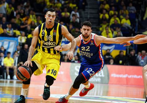 Bu sonuçla anadolu efes, organizasyondaki 3. Anadolu Efes deplasmanda Fenerbahçe'yi mağlup etti
