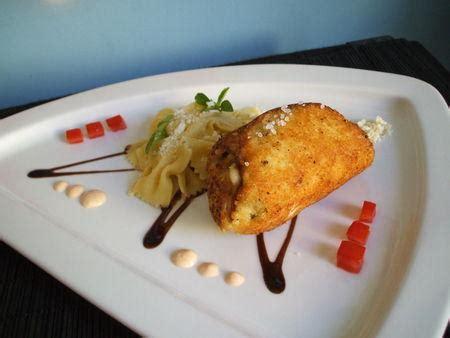 cuisiner escalope dinde recette escalope de poulet farcie à l 39 italienne ses farfalles et sa sauce fromagère à la