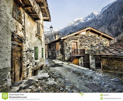 all 233 e avec la maison de la en montagne photographie stock libre de droits image 29238977