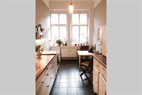 Eine Zweiraumwohnung Mit Ungewoehnlichem Interior by Sch 246 Ne K 252 Chenansicht Aus Berlin Mit Fensterfront Und