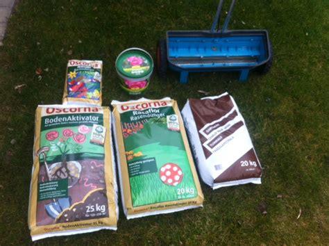 rasenpflege im frühjahr reihenfolge rasen im fr 252 hjahr pflegen vorbereiten auf den sommer hausbau