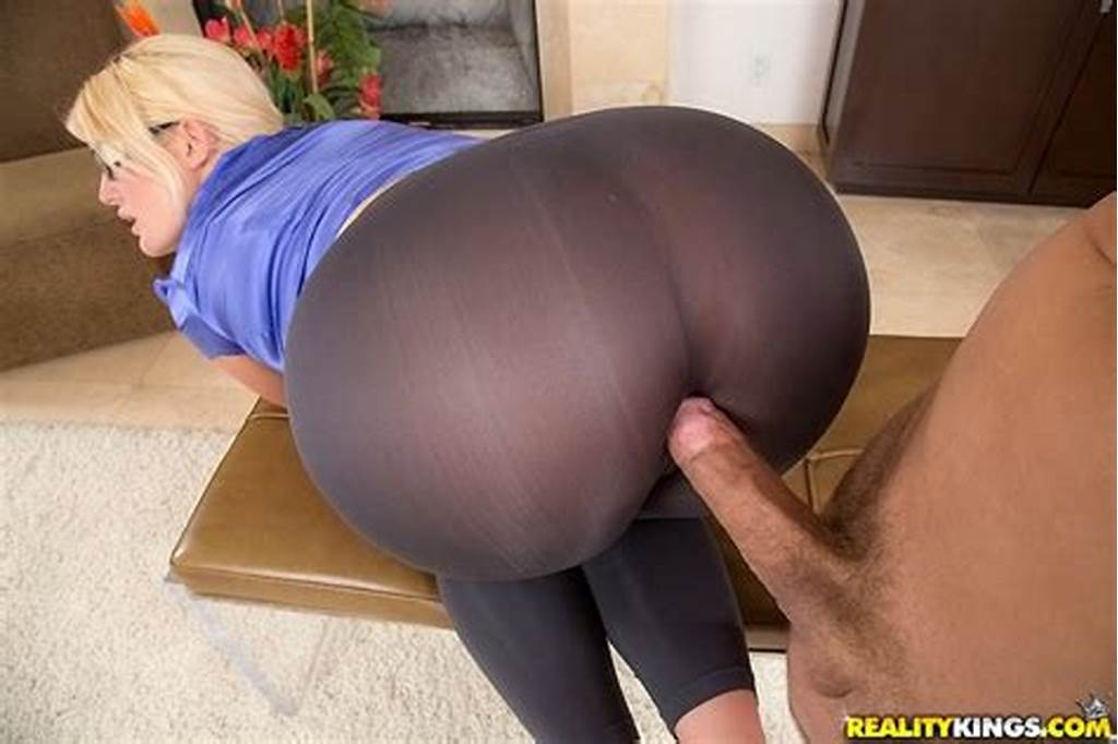 #Blonde #Female #Julie #Cash #Having #Big #Butt #Freed #From #Yoga