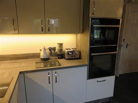 Gloss ivory kitchen with Jackson pine cabinets   The
