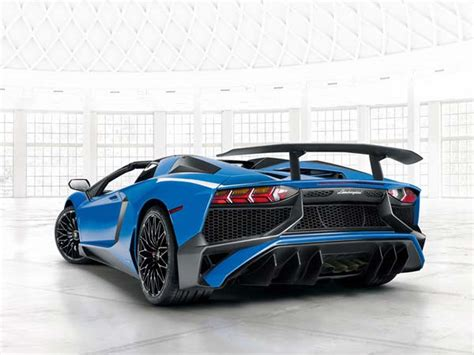 lamborghini aventador sv roadster driving lamborghini aventador sv roadster only 500 to be ever made drivespark news