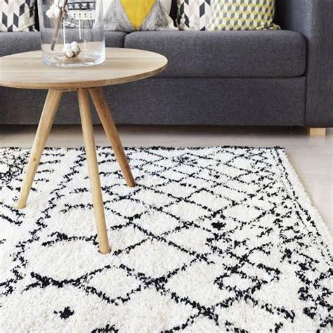 tapis style berbere blanc  motifs noirs la redoute deco