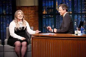 Kelly Clarkson Appears, Tom Odell Performs On Seth Meyers ...
