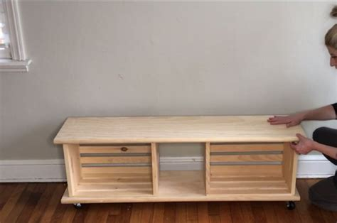 easy crate diy bench  wheels home decorations