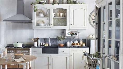 cuisine rustique blanche cuisine rustique blanche le bois chez vous