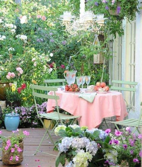 idees deco terrasse humeur joyeuse dans jardin