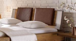 Bett Kopfteil Kissen : wildeichenbett mit stahlelementen mallero ~ Michelbontemps.com Haus und Dekorationen