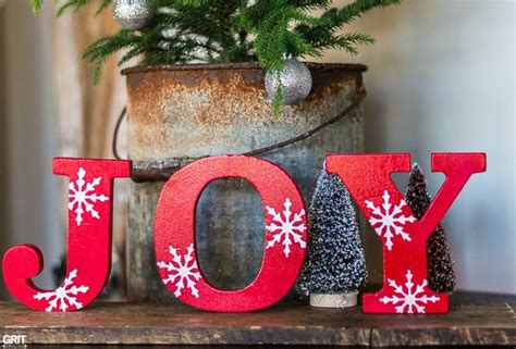 simple diy christmas joy signwooden letters spray paint