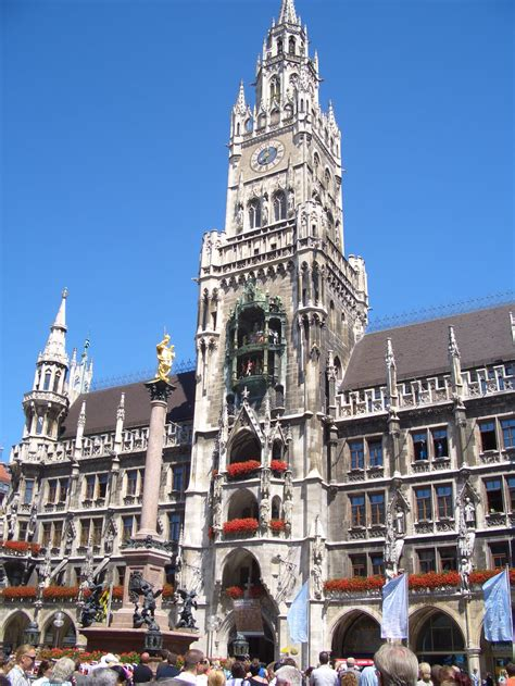 incredible night pictures   neues rathaus