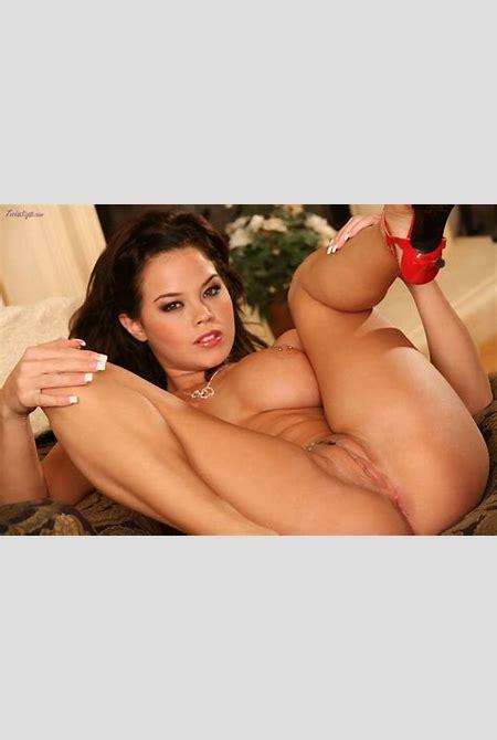Brea Lynn: Brea Lynn shows off her... - BabesAndStars.com