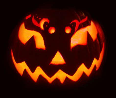 28 Best Cool & Scary Halloween Pumpkin Carving Ideas