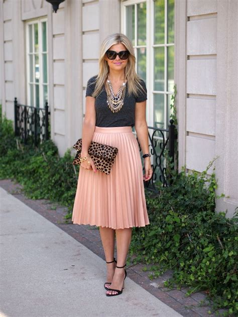 25+ best ideas about Pleated Skirt Outfit on Pinterest | Pleated midi skirt Midi skirt outfit ...