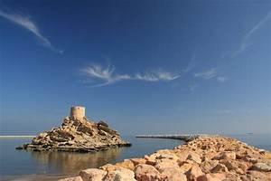 File:Al Sahel Fort, Quriyat, Muscat, Oman (4324887098).jpg ...