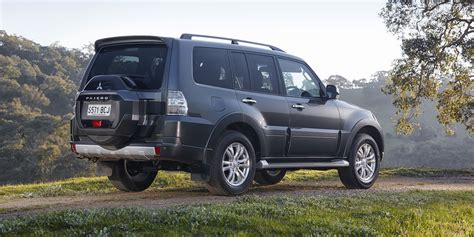 mitsubishi pajero 2015 mitsubishi pajero pricing and specifications photos
