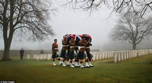 macif vendin le vieil siege soldiers who died in the battle of loos are buried a