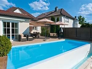 Infinity Pool Bauen : infinity pool mit farbenspielen pool magazin ~ Frokenaadalensverden.com Haus und Dekorationen