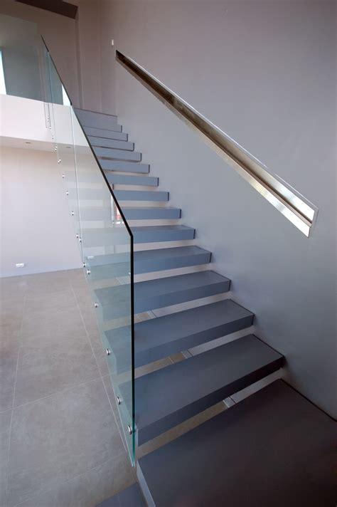 bureau monaco escalier suspendu quart tournant avec garde corps en verre