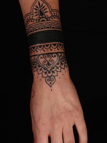 tatouage feminin bracelet mandala large tatouage femme