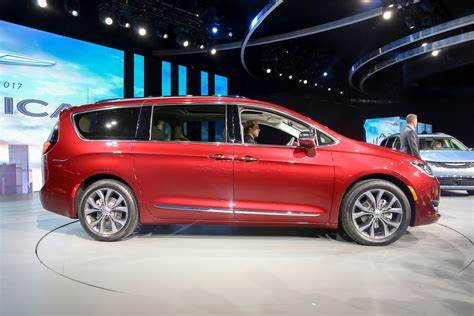 The Chrysler by 2017 Chrysler Pacifica Look Review Motor Trend