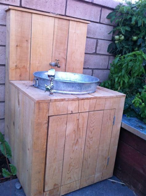Waschbecken Draußen Garten by Suchen Sie Nach Einem Gartenschrank Aus Holz Archzine Net