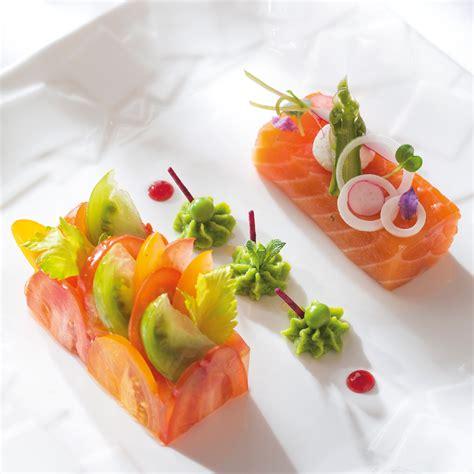 recette de cuisine gastronomique de grand chef saumon bio cuit au sel fumé chantilly de petits pois à la