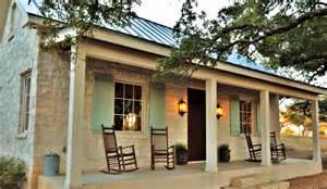 Farmhouse Style Front Porches