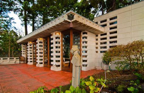 Tracy House by Frank Lloyd Wright