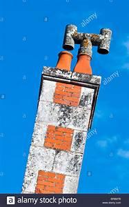 Schornstein Bausatz Stein : tall brick chimney stack stockfotos tall brick chimney stack bilder alamy ~ Yasmunasinghe.com Haus und Dekorationen
