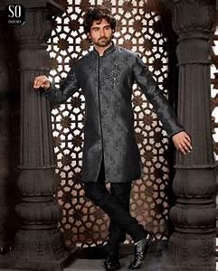 Tenue Indienne Homme : sherwani numair tunique grise avec pantalon noir tenue indienne homme v tement indien ~ Teatrodelosmanantiales.com Idées de Décoration