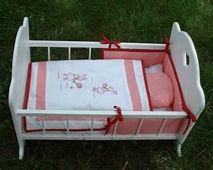 Lit Pour Poupee : petit lit de poupee blanc pour les bebes et les enfants pinterest lit de poupee petits ~ Teatrodelosmanantiales.com Idées de Décoration