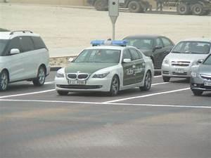 Voiture Police Dubai : file dubai cop car jpg wikimedia commons ~ Medecine-chirurgie-esthetiques.com Avis de Voitures