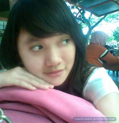 Model Majalah Wanita Dewasa 18 Indonesian Girls Cewek Cantik Friendster Facebook Indonesia
