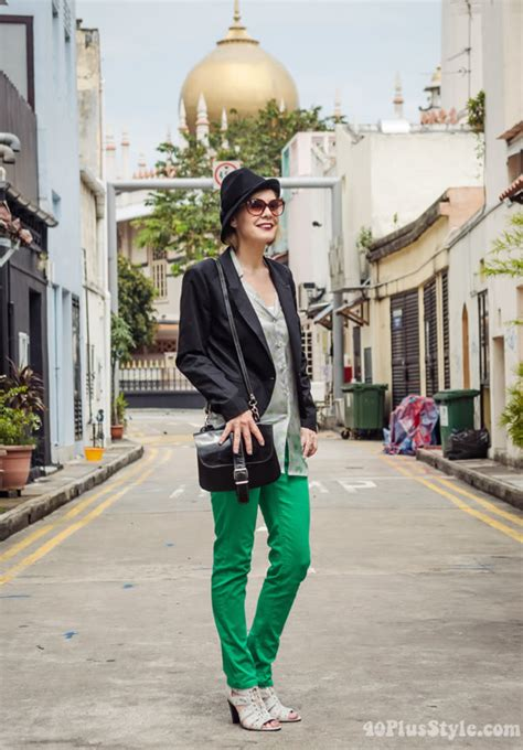 Dandy chic outfit with bright green pants