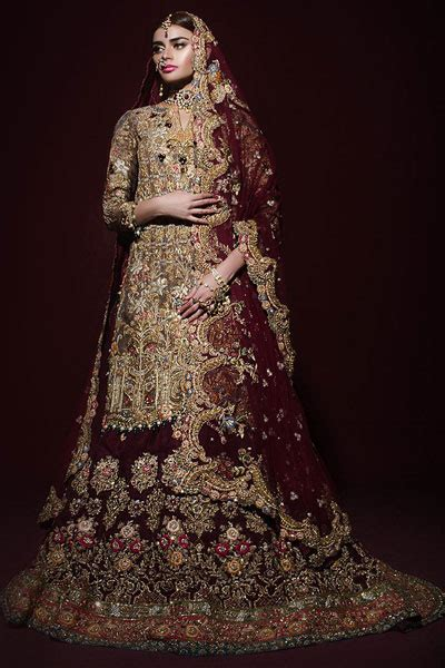 pakistani red bridal dresses perfect  barat day