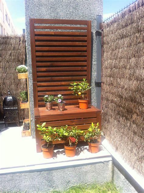 plantas celosia banco jardinera pared de madera