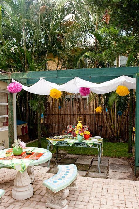 easy ways  create shade   deck  patio diy