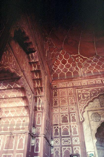 jama masjid delhi interior view   prayer hall
