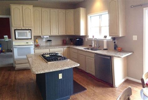 contractor grade kitchen cabinets these builder grade oak cabinets were given a new look to 5757