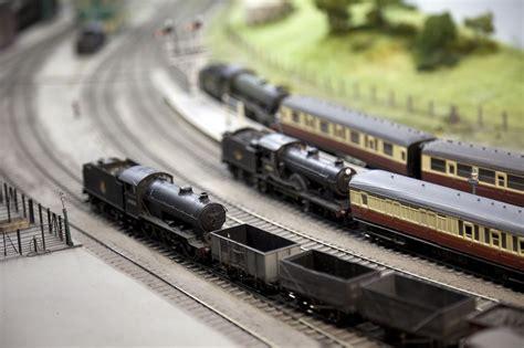 model train manufacturers   scale