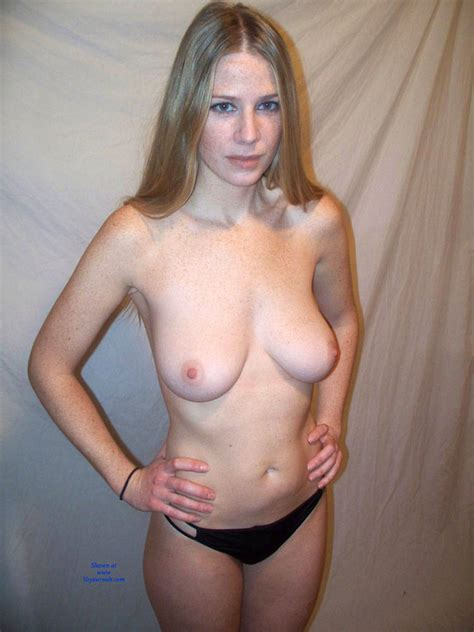 Ultra Sexy And Hot Amateur Lisa Posing Nude January Voyeur Web